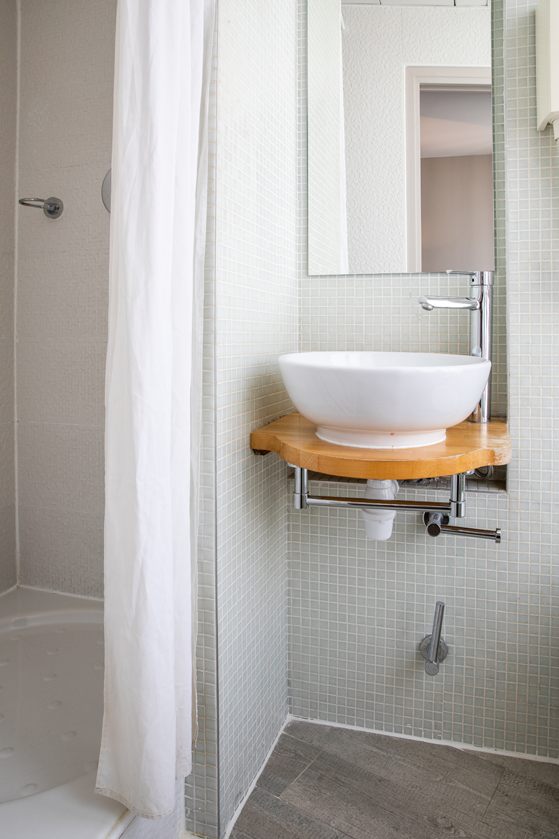 Petit Belloy Classic Room Bathroom